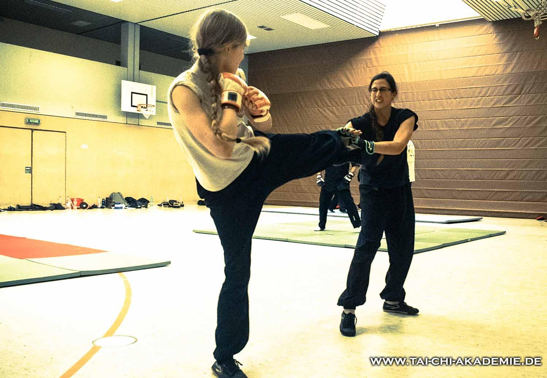 Neben dem Sparring wurden im Seminar neue Kampftechniken geübt