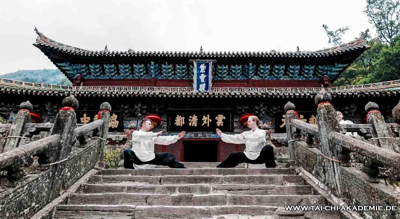 Joshua und Jörg im Purple Heaven Palace in den Wu Dang Bergen