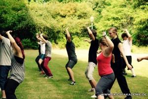 Die Teilnehmer an unserem Schulprojekt an der Berufsbildenden Schule Ludwigshafen erlernen ihre erste Kung Fu Form.