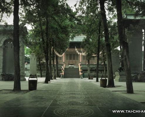 Die Buddhahalle des Shaolinklosters nachdem der Touristenstrom versiegt ist.