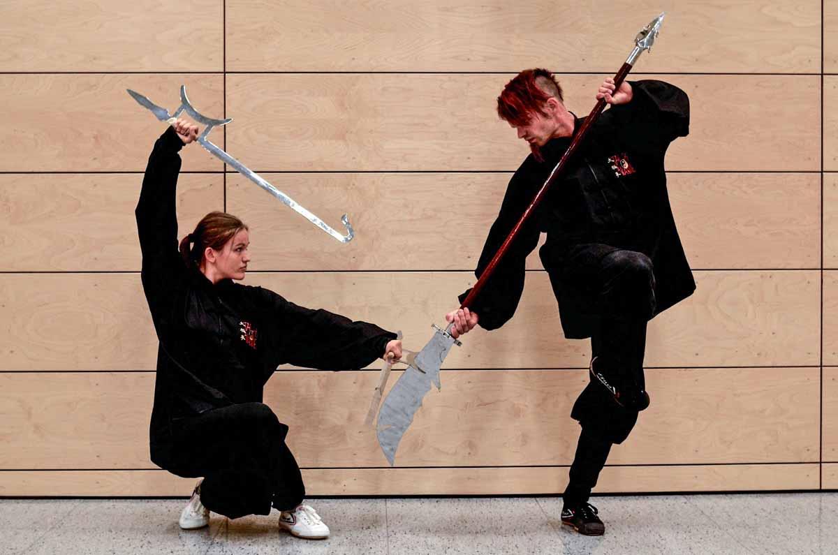 Jörg Roth und Isabel Gramol beim Anwendungstraining im Kung Fu Formentraining