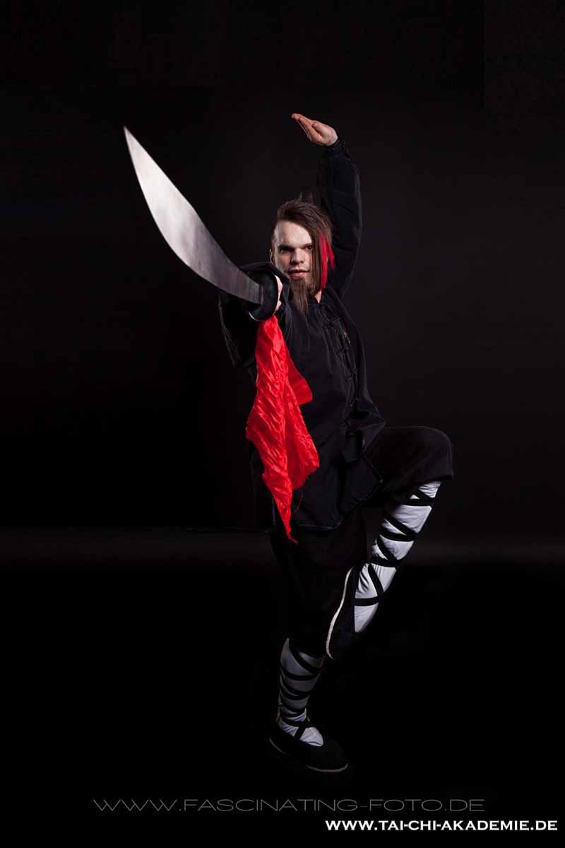 Der chinesische Säbel (Dan Dao) im Kung Fu Training, schon in der Han Dynastie wurden ähnliche Waffen von den Fußsoldaten geführt.