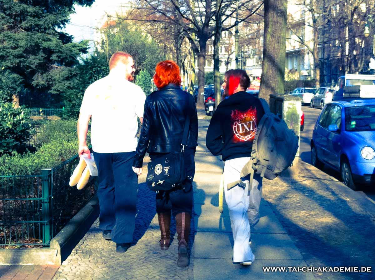 Die Reisegruppe auf dem Weg zum Shaolin Tempel Deutschland.