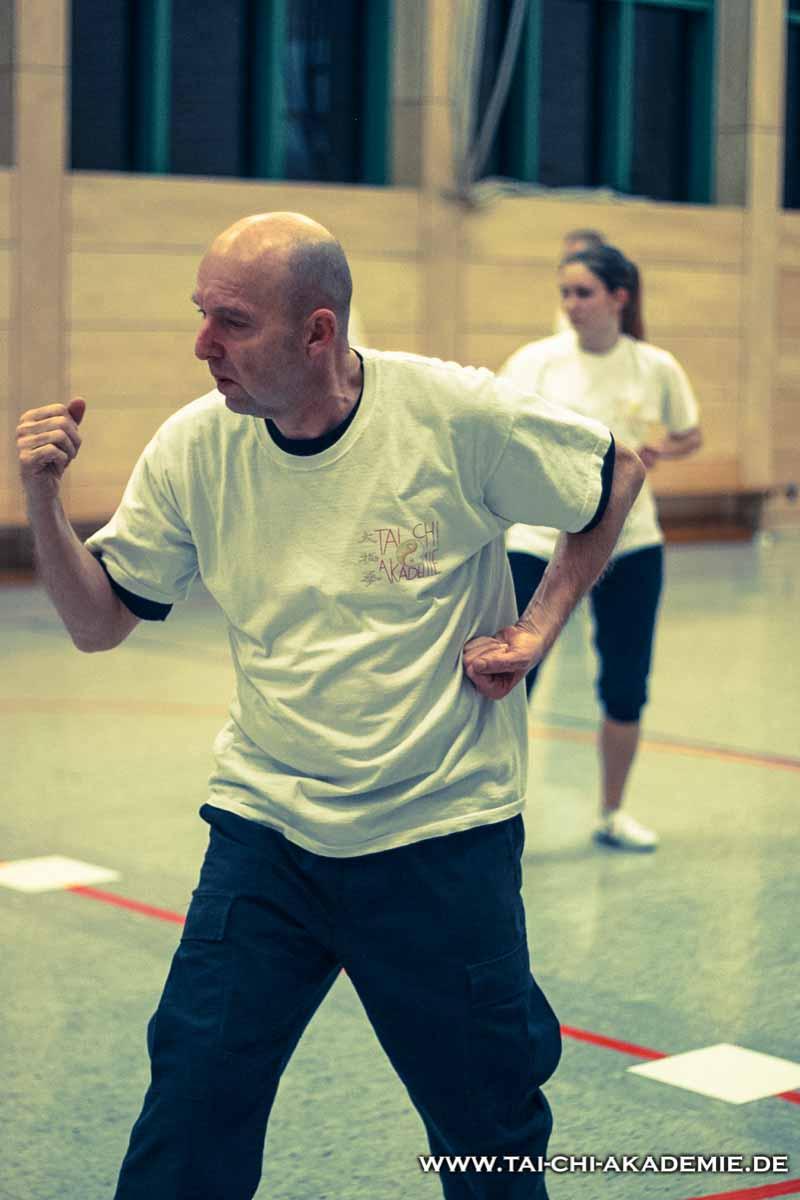 Manfred beim erlernen einer Shaolin Kung Fu Form.
