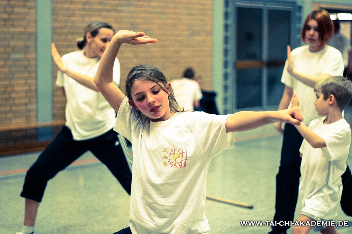 Die klassischen Shaolinformen sind ein sehr gutes Koordinations- und Krafttraining für Kinder