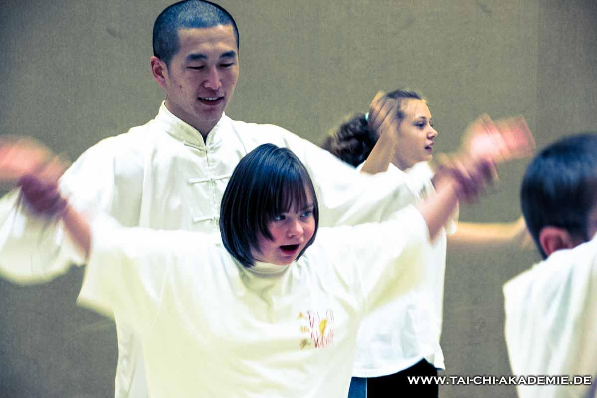 Shi Yan Rui und eine sonst sehr schüchterne Schülerin der Beilsteinschule.