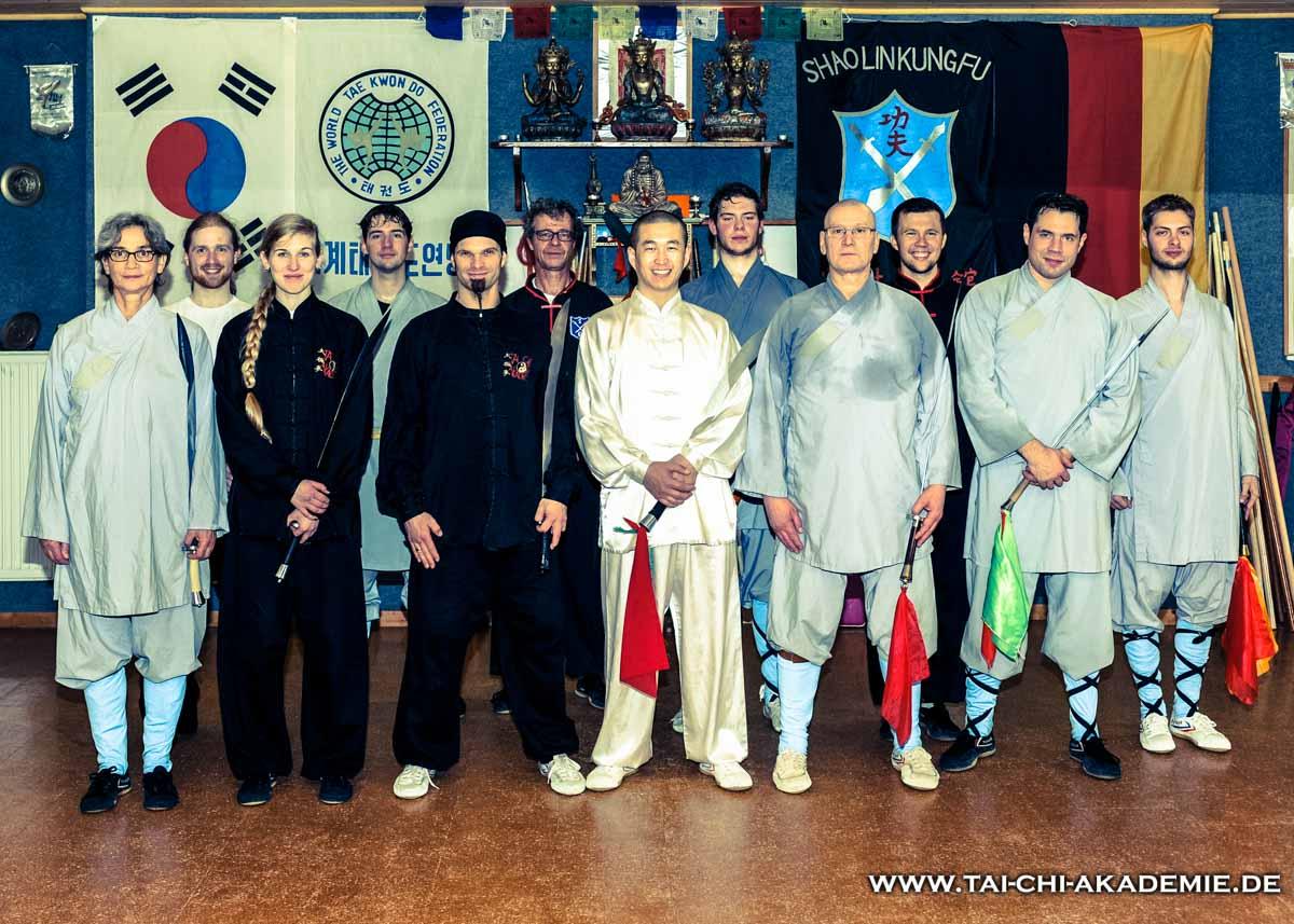 Die Fröhlichen Teilnehmer und Shi Yan Rui im Shaolinzentrum-Saar in St.Ingbert.
