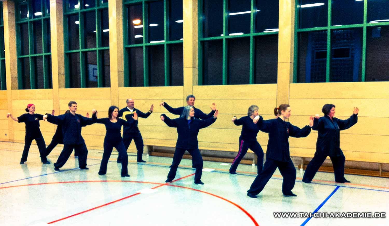 Ellen (vorn rechts) beim Training der großen Yang Form