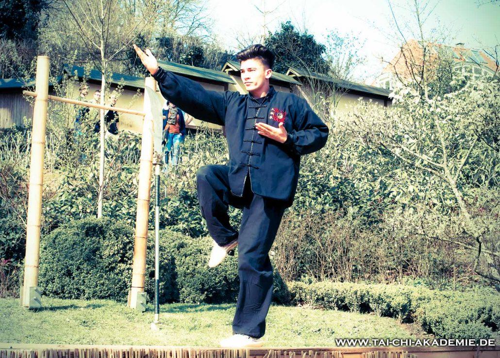 Yahia bei einem Auftritt im japanischen Garten.