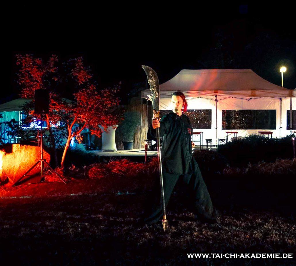 Jörg Roth mit seiner Guan Dao. Diese Waffe macht ihm immer noch am meisten Spaß.