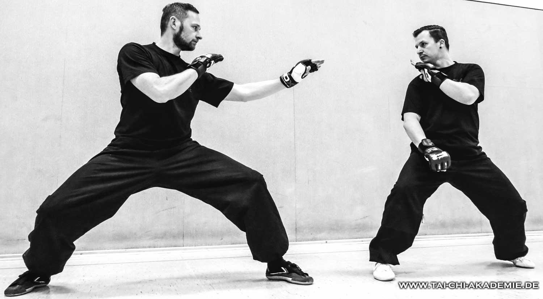 Unsere Kung Fu Meister Dirk und Markus beim Kampftraining.